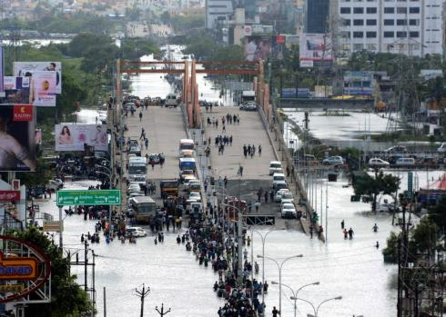 499756284-indian-residents-and-motorists-gather-on-a-flyover-as.jpg.CROP.promo-xlarge2